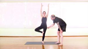 yoga-em-casa-bnyou-postura-de-arvore